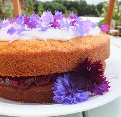 Flores en tu ensalada: VICTORIA SPONGE CAKE RELLENO DE MERMELADA DE FRESA Y TOPPING DE ACIANO