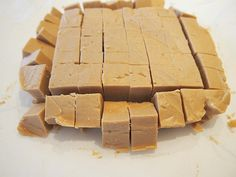 Microwave Peanut Butter Fudge This is the easiest, BEST fudge you will ever eat! #candy