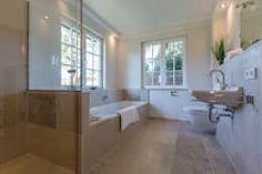 Salle de bain de style de style Moderne par Home Staging Sylt GmbH