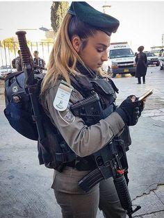anime Fighter Girl Gun for women sim for ipad Military / Fighter (Girl) . Idf Women, Military Women, Military Female, Mädchen In Uniform, Israeli Female Soldiers, Israeli Girls, Military Girl, Warrior Girl, Girls Uniforms