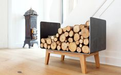 Kaminholzregal Ferra aus Stahl und Massivholz €360