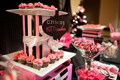 Wrap boxes in wrapping paper and put between plates to create tiered cupcake stand