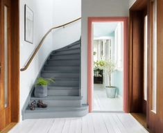 Mal den gamle trappen, den blir som ny for – Happy Homes Norge Painted Staircases, Painted Stairs, Hallway Inspiration, Banisters, Railings, Traditional Design, Interior Design Living Room, Sweet Home, New Homes