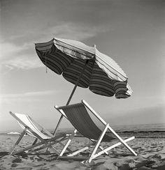 by Herbert List - ITALY. Beach at Forte dei Marmi, near Lucca. Herbert List, Modern Photography, Black And White Photography, Street Photography, Beach Photography, Patrick Nagel, Robert Doisneau, Alphonse Mucha, Magnum Photos
