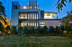 http://inditerrain.indiaartndesign.com/2017/08/bringing-outside-in.html Bringing the outside, in:Design Cosmos takes advantage of a corner plot to plan this home in a way that brings the lush greenery inside.  Check out this sprawling Delhi home that absorbs the landscape it sits in and do leave us your thoughts on it