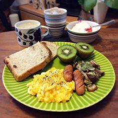 キラ姫's dish photo スクランブルエッグ ブラウンマッシュルームソテーのワンプレート 2016 8 17 | http://snapdish.co #SnapDish #焼く/炒め物 #ハム/ソーセージ/ベーコン #味付き卵 #食パン #スイカの日(7月27日)