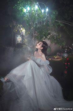 Đọc Truyện x You Smuts👌🏻💦 - Han Seungwoo Set Fashion, Look Fashion, Princess Aesthetic, Aesthetic Girl, Fantasy Photography, Girl Photography, Cute Korean Girl, Asian Girl, Vestidos Para Baby Shower