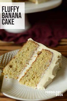 Sometimes banana cake tastes like banana bread. This cake is a super moist and light homemade banana cake. Banana Bread Recipes, Cake Recipes, Dessert Recipes, Picnic Recipes, Just Desserts, Delicious Desserts, Baking Desserts, Health Desserts, Yummy Food