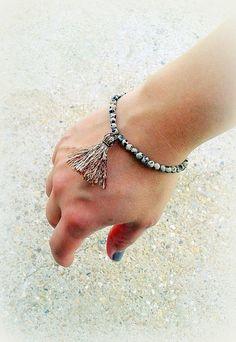Bracelet jaspe dalmatien perles pierres naturelles monté sur élastique pompon marron irisé - Unique! : Bracelet par c-comme-celine