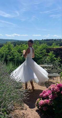 💕Robe de mariée demi-mesure #AtelierGasparine Top Albertine en crêpe de soie m et jupe Alexandrine longueur midi en tulle 💕 Si tu cherches #TheDress, viens faire un tour dans l'atelier de Marion, et d'un coup de baguette magique, c'est good. Un modèle, ton tissu, ta robe, juste à toi. Tu es unique, ta tenue le sera également et elle sera #MadeWithLove et #MadeInFrance. . Pour son #Mariage, une #BrideToBe veut la plus belle #WeddingDress Plus Belle, Midi, White Dress, Unique, Dresses, Fashion, I Want You, Atelier, Wand