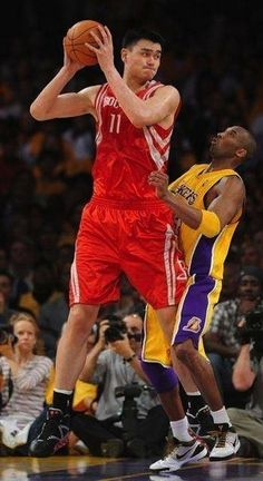 Tough for Kobe to size Yao up.