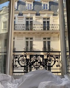 Discover recipes, home ideas, style inspiration and other ideas to try. City Aesthetic, Travel Aesthetic, Beige Aesthetic, Summer Aesthetic, Paris Torre Eiffel, Tour Eiffel, Belle Villa, Dream Apartment, French Apartment