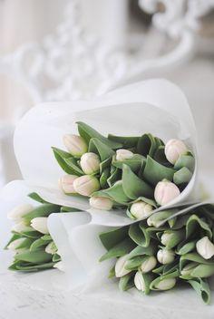 Sencillez, el mejor adjetivo para unos tulipanes  #ramo #sencillo