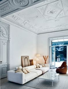 High ceiling - awesome molding + contemporary furnishings