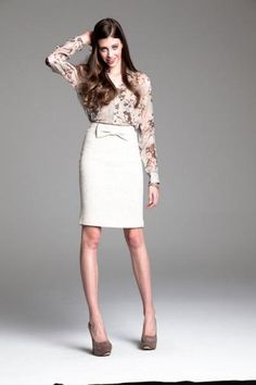 Pencil skirt with a bow.