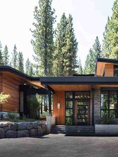 Northern California mountain retreat displays impressive design details - - This contemporary mountain retreat was designed by Geiszler Architects and JayJeffers Studio, located in Martis Camp, Truckee, California. Modern Mountain Home, Mountain Homes, Mountain Style, Mountain Living, Mountain Home Exterior, California Mountains, Truckee California, Northern California, Nevada Mountains