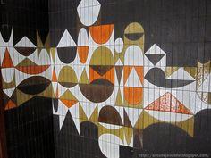 Paris - Hall d'entrée Mur céramique de Roger Capron - 1969 http://decdesignecasa.blogspot.it/
