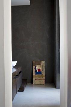 https://i.pinimg.com/236x/49/83/2d/49832d679fbec3b1de179cc3198dac0a--gallery-gallery-dark-walls.jpg