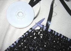 Purple crafts: Knit video tape - Neulo videonauhaa