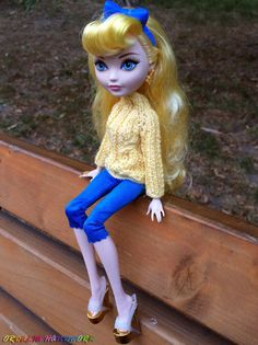 Ever After High doll clothes. Hand-Knitted Light Yellow Sweater for Monster High and EAH dolls