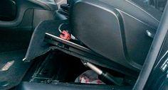 Agentes de la Policía Municipal de Madrid dieron el alto a un vehículo cuyo conductor se tapaba la cara al pasar a su lado y que ocultaba en un compartimiento secreto debajo del asiento más de 110.000 euros... Euro, Madrid, News