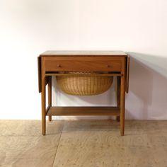 Sowing table Designer: Hans J. Wegner Maker: Andreas Tuck