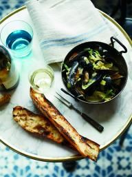 Mussels with Caramelized Fennel and Leeks   KitchenDaily.com