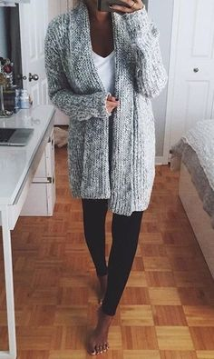 Well if this doesn't automatically make you want to curl up with a coffee, I don't know what will. Oversized gray sweater and leggings