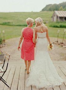 Sweet wedding photo with your mum