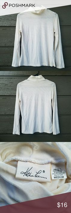 Vintage Kathie Lee White Top Excellent condition  Feel free to ask me any additional questions! Reasonable offers  are considered. Happy Poshing!! No trades, or modeling Vintage Tops