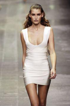 ☆ Eugenia Volodina at Alexander McQueen | Spring/Summer 2006 ☆ #Alexander_McQueen #Eugenia_Volodina #2006 #Fashion_Show