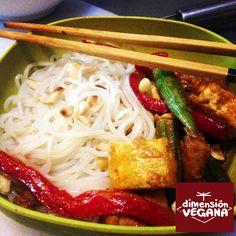 Tofu con curry rojo y vermicelli de arroz | La Dimensión Vegana. #Receta #Vegana