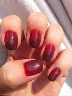 Crown dots nail-art