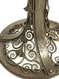 Floor lamp Ginkgo, wrought iron with alabaster in pure Art Deco style. Blacksmith Projects, Blacksmith Shop, Mercier, Art Nouveau, Art Deco Lamps, Iron Art, Fireplace Accessories, Iron Gates, Table Legs