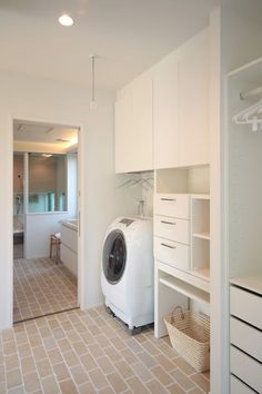 ユーティリティー Laundry Closet, Laundry In Bathroom, M And S Home, Landry Room, Muji Home, House Inside, Laundry Room Design, Japanese House, Tiny House Design