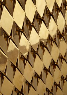 """Gold tiles texture """"Wellington"""" tile in gold high gloss finish, with each row facing in alternate directions Textures Murales, Bild Gold, Gold Aesthetic, Shades Of Gold, Color Dorado, Retail Design, Textures Patterns, Wall Textures, Floor Patterns"""