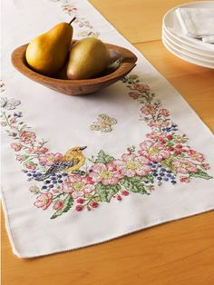 35 x 35 Jack Dempsey Needle Art 550358 Cross Stitch Floral Embroidery Tablecloth White