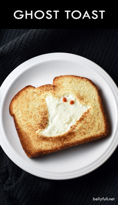 This GHOST TOAST is a quick and easy breakfast or snack, perfect for Halloween time! This GHOST TOAST is a quick and easy breakfast or snack, perfect for Halloween time! Halloween Snacks, Plat Halloween, Halloween Breakfast, Halloween Dishes, Halloween Party, Healthy Halloween, Homemade Halloween, Halloween Stuff, Vintage Halloween