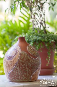 Handmade and hand painted clay vase form Ilobasco, El Salvador