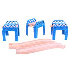 All great works of art go through a period of 'work in progress'! This construction support set consists of three raised pieces plus ascending and descending tracks. A unique accessory pack that's also compatible with other leading wooden rail networks. Consists of 5 track pieces. Ages 3 and up. COMING SOON!
