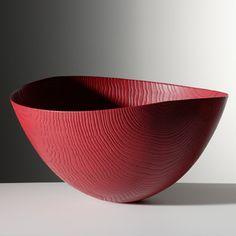 Friedemann Bühler | Holzobjekte Schale aus rot gebeitztem Eschenholz - gebürstet; gesandstrahlt 45 x 42 cm ↕ 23,5 cm
