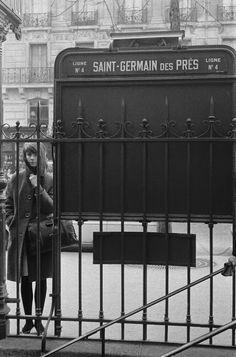 Françoise Hardy et Saint-Germain des Pres Paris 1900, Old Paris, Paris France, Popular Photography, White Photography, Street Photography, Francoise Hardy, Tour Eiffel, Image Paris