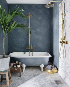 Beautiful bathroom from . Tadelakt wall and marble flooring. Have a nice Saturday evening.