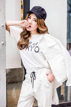 Elly Trần khoe phong cách dạo phố với mốt thể thao