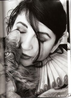 kate bush, vintage British singer songwriter and cat lover. Tap the link for an awesome selection cat and kitten products for your feline companion! Crazy Cat Lady, Crazy Cats, I Love Cats, Cool Cats, She And Her Cat, Celebrities With Cats, Celebs, Animal Gato, Son Chat