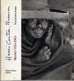 CARTIER-BRESSON, Messico 1934-1964. Milano, Motta, 1995. Testo di Carlos Fuentes. 54 foto in bianco e nero di Henri Cartier-Bresson. Le fotografie che costituiscono questo libro sono state realizzate in parte durante l'avventuroso viaggio del 1934 e in parte trent'anni dopo e rappresentano una sorta di taccuino di viaggio, una serie di istantanee che fermano appunti e riflessioni sullo spirito di questo paese