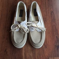 Polo Ralph Lauren Boat Shoes Cute Ralph Lauren boat shoes! Perfect for spring and summer! Great condition! Size 7.5. Fit TTS. Polo by Ralph Lauren Shoes