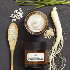 Buy Chinese Ginseng and Rice Clarifying Mask at The Body Shop. Ideal for a home facial, this exfoliating face mask targets dull skin and uneven skin tone. The Body Shop, Body Shop At Home, Body Shop Australia, Body Shop Skincare, Peeling Maske, Get Rid Of Pores, Minimize Pores, Rice Mask, Beauty