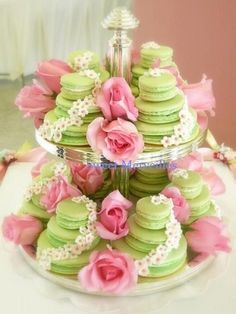 Tea: French macarons (not to be confused with Italian macaroons!) for tea time, on a silver tier plate with pink roses. Bolo Macaron, Macaroon Cake, Macaron Tower, Macaron Stand, Cakepops, French Macaroons, Pink Macaroons, Festa Party, High Tea