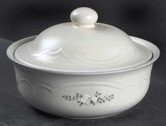 Pfaltzgraph Stoneware 2 Qt Round Covered Casserole Dish - Heirloom Pattern #Pfaltzgraff